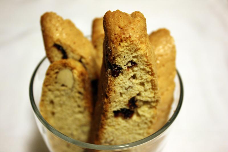 cranberry-almond-biscotti // 33flavors
